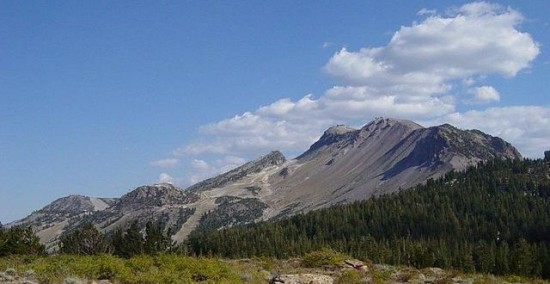 640px-Mammoth_Mountain_Ski_Area_in_summer-1200px-640x330